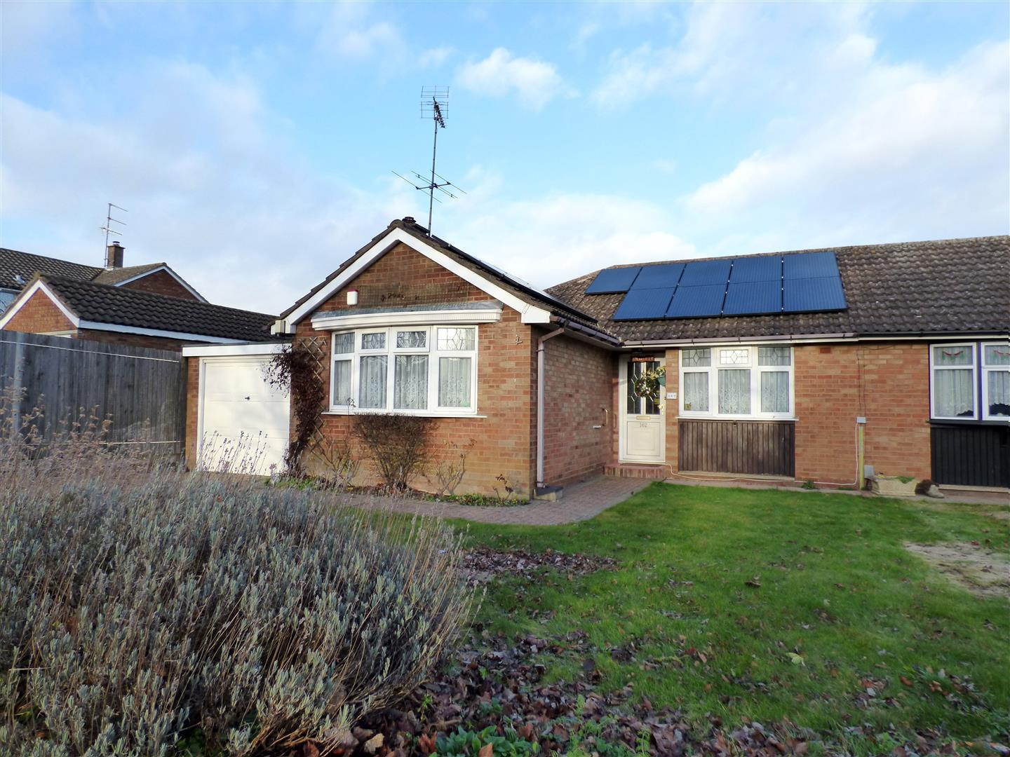 3 Bedrooms Detached Bungalow for sale in Langdale Road, Dunstable